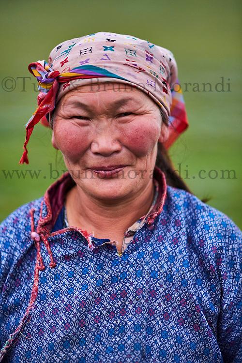 Mongolie, Province de Arhangai, campement nomade, femme nomade // Mongolia, Arkhangai province, nomad woman