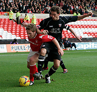 Photo: Pete Lorence.<br />Nottingham Forest v Bentford. Coca Cola League 1. 04/11/2006.<br />Kris Commons is tackled by Paul Brooker.