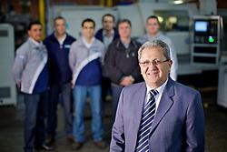 Silvino Geremia e alguns dos colaboradores na sua empresa Higra, os quais ele ajudou ou ainda ajuda pagando a faculdade. FOTO: Jefferson Bernardes Bernardes/Preview.com