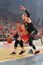 21.06.2015, Brose Arena, Bamberg, GER, Beko Basketball BL, Brose Baskets Bamberg vs FC Bayern Muenchen, Playoffs, Finale, 5. Spiel, im Bild Daniel Theis (Brose Baskets Bamberg / links) versucht sich gegen Vladimir Stimac (FC Bayern Muenchen / rechts) durchzusetzen. // during the Beko Basketball Bundes league Playoffs, final round, 5th match between Brose Baskets Bamberg and FC Bayern Muenchen at the Brose Arena in Bamberg, Germany on 2015/06/21. EXPA Pictures &copy; 2015, PhotoCredit: EXPA/ Eibner-Pressefoto/ Merz<br /> <br /> *****ATTENTION - OUT of GER*****