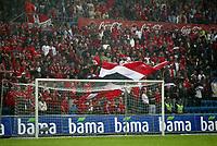 Fotball, 11 mai 2003, EM--kvalifisering, Norge-Romania, Illustrasjon, publikum, flagg, tilskuere, tilskuer, supportere, supporter, norsk flagg