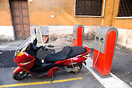 Roma 1 Luglio 2010.Un Maxi Scooter elettrico Vectrix si rifornisce presso una  stazione di rifornimento elettricità per veicoli in Largo Teatro Valle..Rome, July 1, 2010.A Vectrix Electric Maxi Scooter is supplied electricity at a filling station for vehicles in Largo Teatro Valle.
