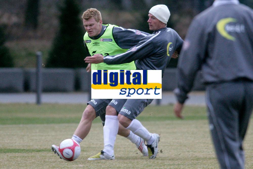 Training norwegian national football team in Frankfurt.<br /> Copyright: ALFRED HARDER, Im Weissen Tal 13a, 64331 Weiterstadt, Tel. 06150-189100, www.harderfoto.de
