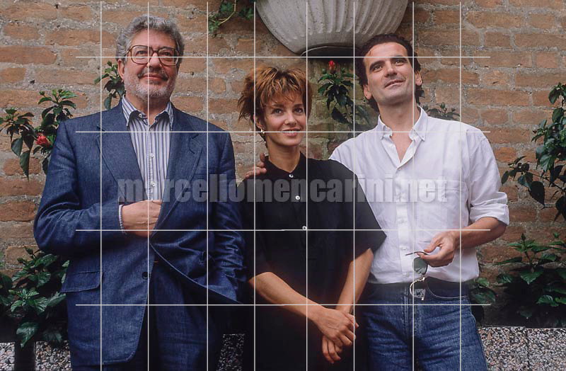 "Venice Lido, Venice Film Festival 1989. Director Ettore Scola with actors Anne Parillaud and Massimo Troisi at the Festival for the film ""Che ora è?"" (What Time Is It?) / Lido i venezia, Mostra el Cinema di Venezia 1989. Il regista Ettore Scola con gli attori Anne Parillaud e Massimo Troisi alla Mostra con il film ""Che ora è?"" - © Marcello Mencarini"