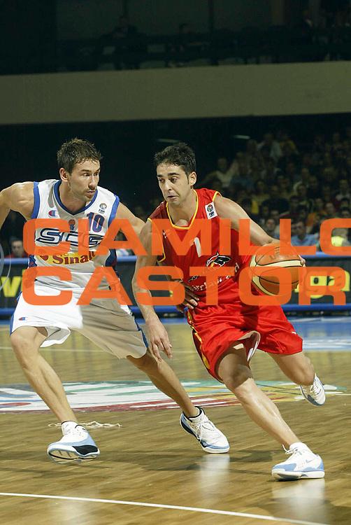 DESCRIZIONE : Novi Sad Eurobasket Men 2005 Serbia &amp; Montenegro-Spagna<br /> GIOCATORE : Navarro<br /> SQUADRA : Spagna Spain<br /> EVENTO : Eurobasket Men 2005 Campionati Europei Uomini 2005<br /> GARA : Serbia &amp; Montenegro Spagna Spain<br /> DATA : 16/09/2005<br /> CATEGORIA :<br /> SPORT : Pallacanestro<br /> AUTORE : Ciamillo&amp;Castoria/Fiba Europe Pool