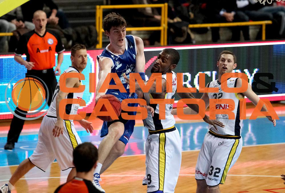 DESCRIZIONE : Verona Campionato Lega A2 2012-2013 Tezenis Verona Centrale del Latte Brescia<br /> GIOCATORE : Juan Fernandez<br /> CATEGORIA : penetrazione passaggio tecnica <br /> SQUADRA : Centrale del Latte Brescia<br /> EVENTO : Campionato Lega A2 2012-2013<br /> GARA : Tezenis Verona Centrale del Latte Brescia<br /> DATA : 08/03/2013<br /> SPORT : Pallacanestro <br /> AUTORE : Agenzia Ciamillo-Castoria/N. Dalla Mura<br /> Galleria : Lega Basket A2 2012-2013 <br /> Fotonotizia : Verona Campionato Lega A2 2012-2013 Tezenis Verona Centrale del latte Brescia