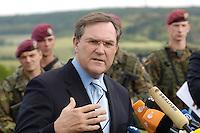 07 JUN 2006, MERZIG/GERMANY:<br /> Franz Josef Jung, CDU, Bundesverteidigungsminister, waehrend einer Pressekonferenz, im Rahmen eines  Truppenbesuchs beim Luftlandeunterstuetzungsbataillon 262 - das Bataillon gehoert zur Luftlandebrigade 26, die am Einsatz der Bundeswehr im Rahmen der EU Mission EUFOR RD Congo teilnehmen wird - Truppenuebungsplatz<br /> IMAGE: 20060607-01-058<br /> KEYWORDS: Mikrofon, microphone, Soldat, Soldaten