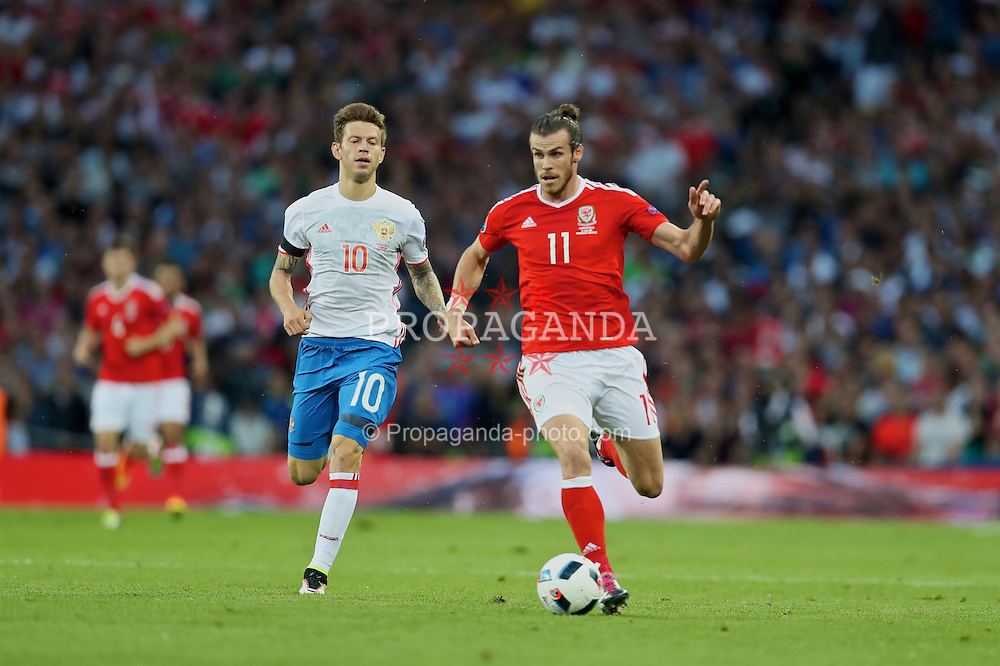TOULOUSE, FRANCE - Monday, June 20, 2016: Wales' Gareth Bale in action against Russia's Fedor Smolov during the final Group B UEFA Euro 2016 Championship match at Stadium de Toulouse. (Pic by David Rawcliffe/Propaganda)