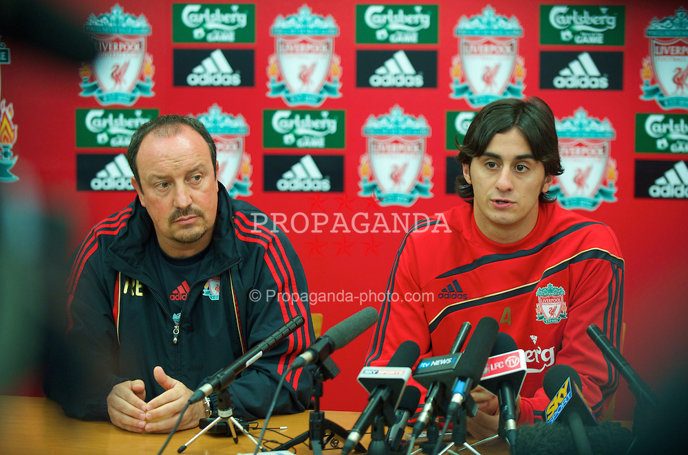 LIVERPOOL, ENGLAND - Thursday, August 13, 2009: Liverpool's new signing Alberto Aquilani, who joins the club from Italian side AS Roma, with manager Rafael Benitez during a press conference at Melwood Training Ground. (Photo by David Rawcliffe/Propaganda)