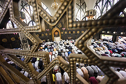 June 25, 2017 - Thousands of Muslims in Thailand attend Eid prayer at The Foundation of the Islamic Centre of Thailand in Bangkok. 25 June 2017 (Credit Image: © Geovien So via ZUMA Wire)