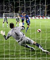 Tor zum 2:0 durch Luca Antonini gegen Jonny Leoni . © Valeriano Di Domenico/EQ Images