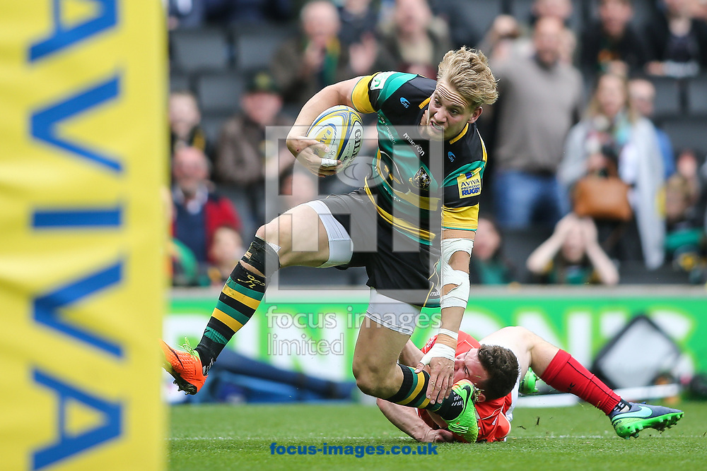 Harry Mallinder of Northampton Saints breaks for the try line to score during the Aviva Premiership match at stadium:mk, Milton Keynes<br /> Picture by Andy Kearns/Focus Images Ltd 0781 864 4264<br /> 16/04/2017