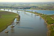 Nederland, Noord-Brabant, Gelderland, 11-02-2008; meanderende rivier de Maas vormt de grens tussen Brabant (Maaskant, midden links) en Gelderland (Land van Maas en Waal, boven en rechts); de gele veerpont vaart tussen Nieuwe Schans en Ooijen; winterse bomen staan aan de rivoeroever; binnenvaartschip, meander, bocht..luchtfoto (toeslag); aerial photo (additional fee required); .foto Siebe Swart / photo Siebe Swart