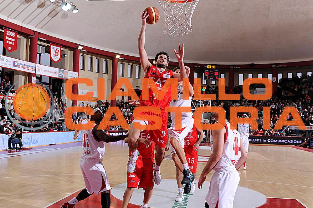 DESCRIZIONE : Teramo Lega A 2011-12 Banca Tercas Teramo EA7 Armani Milano<br /> GIOCATORE : Antonis Fotsis<br /> CATEGORIA : tiro penetrazione scelta<br /> SQUADRA : EA7 Armani Milano<br /> EVENTO : Campionato Lega A 2011-2012<br /> GARA : Banca Tercas Teramo EA7 Armani Milano<br /> DATA : 07/01/2012<br /> SPORT : Pallacanestro<br /> AUTORE : Agenzia Ciamillo-Castoria/C.De Massis<br /> Galleria : Lega Basket A 2011-2012<br /> Fotonotizia : Teramo Lega A 2011-12 Banca Tercas Teramo EA7 Armani Milano<br /> Predefinita :