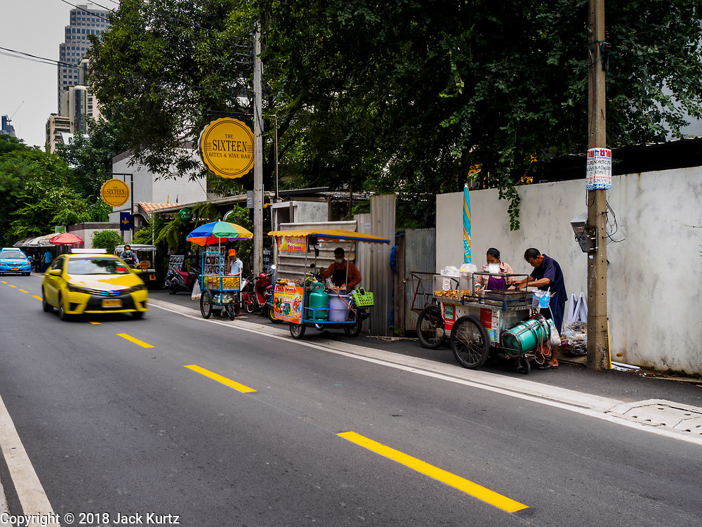 20 SEPTEMBER 2018 - BANGKOK, THAILAND:  Street food venders of Sukhumvit Soi 16 in Bangkok.    PHOTO BY JACK KURTZ