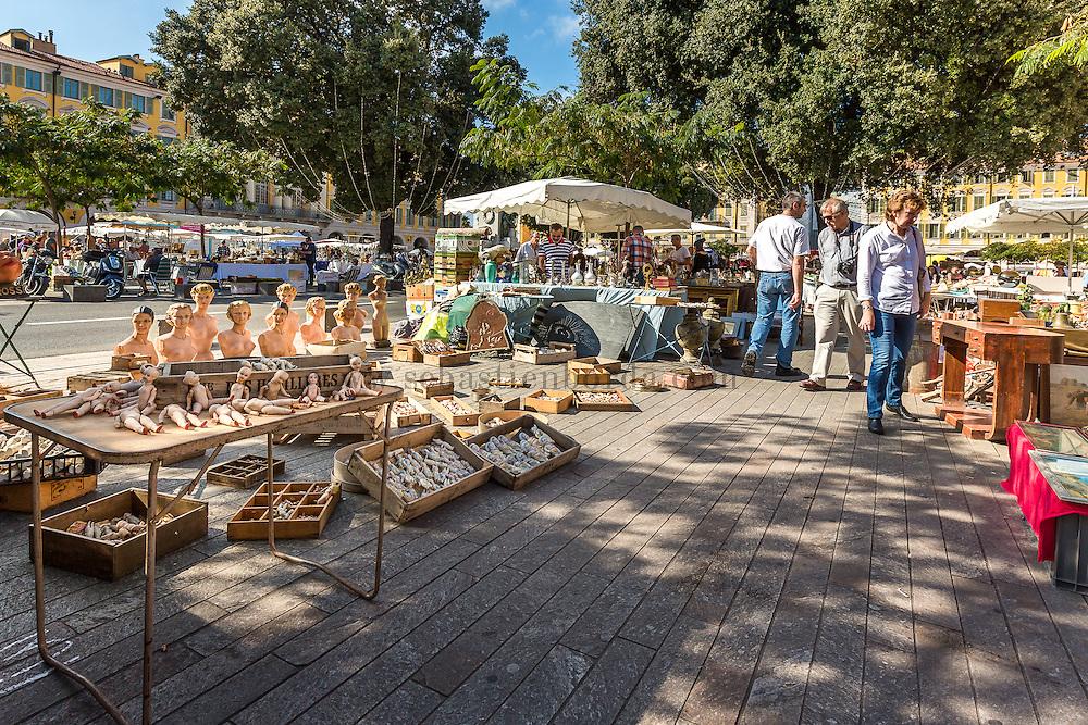Brocante de la place Garibadli à Nice // Secondhand market at place Garibadli in Nice