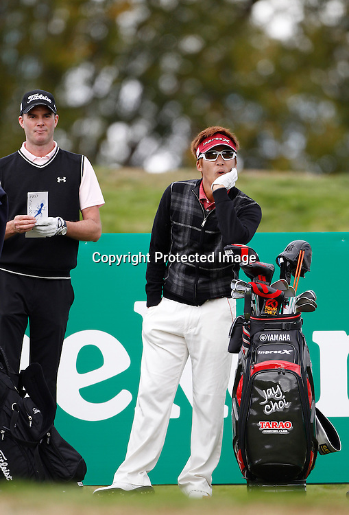 Jay Choi watches a shot go poorly with David Smail during the practice round of the NZPGA Championships being played at The Hills, Arrowtown, New Zealand. 28 March 2012. Pic Michael Thomas