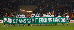 FRANKFURT, GERMANY - Wednesday, November 21, 2007: Germany players hold a banner thanking their fans reading 'Danke Fans Mit Euch Zur Euro 2008' after the final UEFA Euro 2008 Qualifying Group D match at the Commerzbank Arena. (Pic by David Rawcliffe/Propaganda)