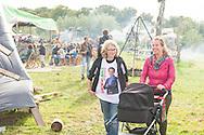 Nederland, Den Bosch, 20140830 <br /> Effect Festival - 30 Augustus 2014, De Gemeint 3, bij het Engelermeer tussen Vlijmen en Den Bosch.<br /> eFFect is een manifestatie van lokale duurzame initiatieven die burgers samen van onderop in het leven zetten. Een marktplaats, maar ook workshops door kunstenaars en muziek optredens. Daarnaast ook veel gezonde en alternatieve eettentjes.<br /> <br /> Netherlands, Den Bosch, 20140830.