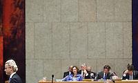 Nederland. Den Haag, 26 oktober 2010.<br /> De Tweede Kamer debatteert over de regeringsverklaring van het kabinet Rutte.<br /> Het kabinet en PVV leider Geert Wilders<br /> Kabinet Rutte, regeringsverklaring, tweede kamer, politiek, democratie. regeerakkoord, gedoogsteun, minderheidskabinet, eerste kabinet Rutte, Rutte1, Rutte I, debat, parlement<br /> Foto Martijn Beekman