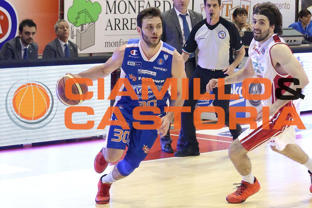 DESCRIZIONE : Campionato 2014/15 Giorgio Tesi Group Pistoia - Acqua Vitasnella Cant&ugrave;<br /> GIOCATORE : Gentile Stefano<br /> CATEGORIA : Palleggio<br /> SQUADRA : Acqua Vitasnella Cant&ugrave;<br /> EVENTO : LegaBasket Serie A Beko 2014/2015<br /> GARA : Giorgio Tesi Group Pistoia - Acqua Vitasnella Cant&ugrave;<br /> DATA : 30/03/2015<br /> SPORT : Pallacanestro <br /> AUTORE : Agenzia Ciamillo-Castoria/S.D'Errico<br /> Galleria : LegaBasket Serie A Beko 2014/2015<br /> Fotonotizia : Campionato 2014/15 Giorgio Tesi Group Pistoia - Acqua Vitasnella Cant&ugrave;<br /> Predefinita :