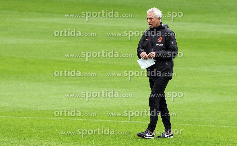 05.06.2012, Henryk Reyman Stadion, Krakau, POL, UEFA EURO 2012, Niederlande, Training, im Bild BERT VAN MARWIJK // during EURO 2012 Trainingssession of Netherland Nationalteam, at the Henryk Reyman Stadium, Krakau, Poland on 2012/06/05. EXPA Pictures © 2012, PhotoCredit: EXPA/ Newspix/ Tomasz Jagodzinski..***** ATTENTION - for AUT, SLO, CRO, SRB, SUI and SWE only *****