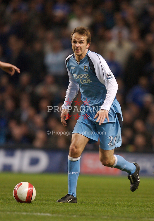 Manchester, England - Wednesday, March 14, 2007: Manchester City's Dietmar Hamann in action against Chelsea during the Premiership match at the City of Manchester Stadium. (Pic by David Rawcliffe/Propaganda)