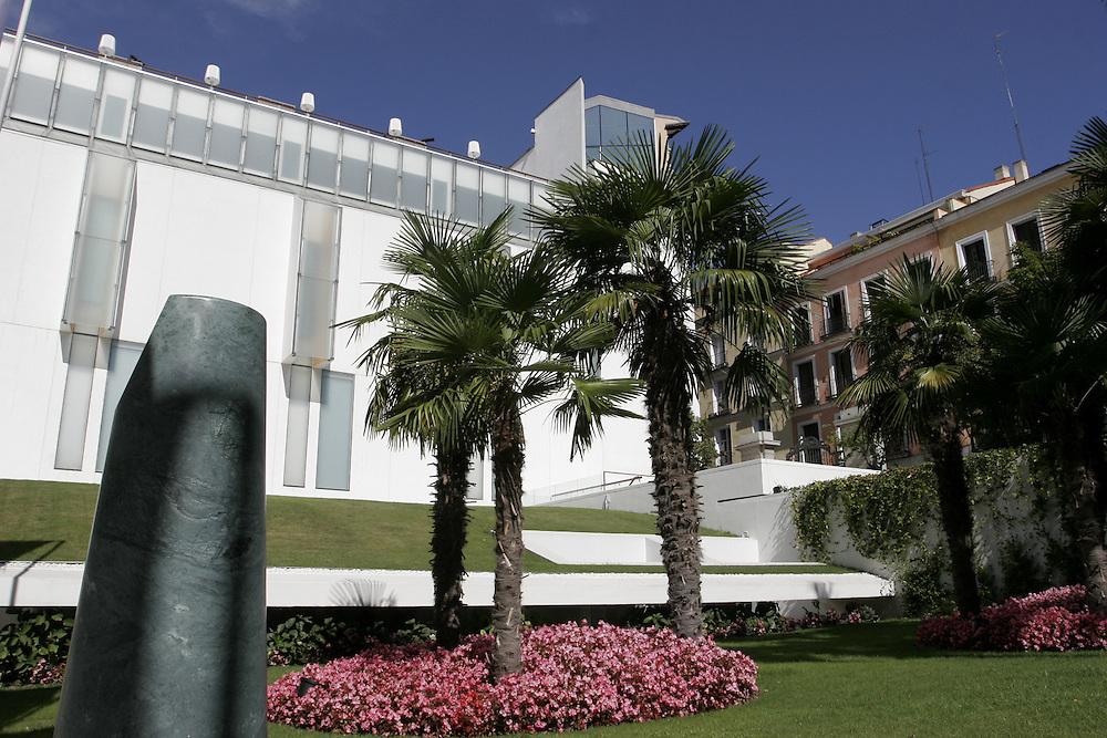The Thyssen-Bornemisza Museum at the Villahermosa Palace in Paseo del Prado 8 (Madrid). It is one of the most important art museum of the city and it helds one of the world's finest private art collections <br /> <br /> Museo Thyssen-Bornemisza de Madrid. Tiene su sede en el Palacio de Villahermosa, un edificio hist&oacute;rico situado en el Paseo del Prado n&ordm; 8, que fue remodelado y ampliado en 2004 para dar cabida a un mayor n&uacute;mero de obras. <br /> <br /> Est&aacute; especializado en arte contempor&aacute;neo, si bien ofrece un recorrido por el arte, desde el siglo XIII hasta el fin del siglo XX.