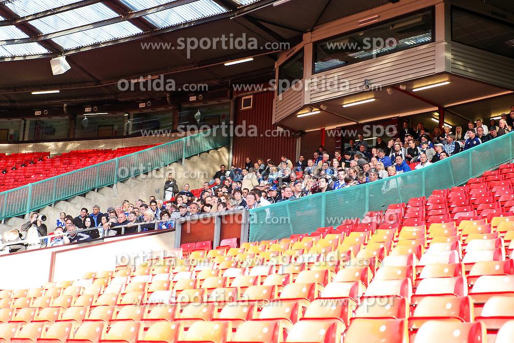 03.05.2011, Old Trafford, Manchester, ENG, UEFA CL, Halbfinale Rueckspiel, Manchester United (ENG) vs Schalke 04 (GER), Abschlusstraining, im Bild: Viele Fans von Schalke 04 sind im Old Trafford   // during the UEFA CL, Semi Final second leg, Manchester United (ENG) vs Schalke 04 (GER), at the Old Trafford, Manchester, Training, 03/05/2011 EXPA Pictures © 2011, PhotoCredit: EXPA/ nph/  Mueller *** Local Caption ***       ****** out of GER / SWE / CRO  / BEL ******