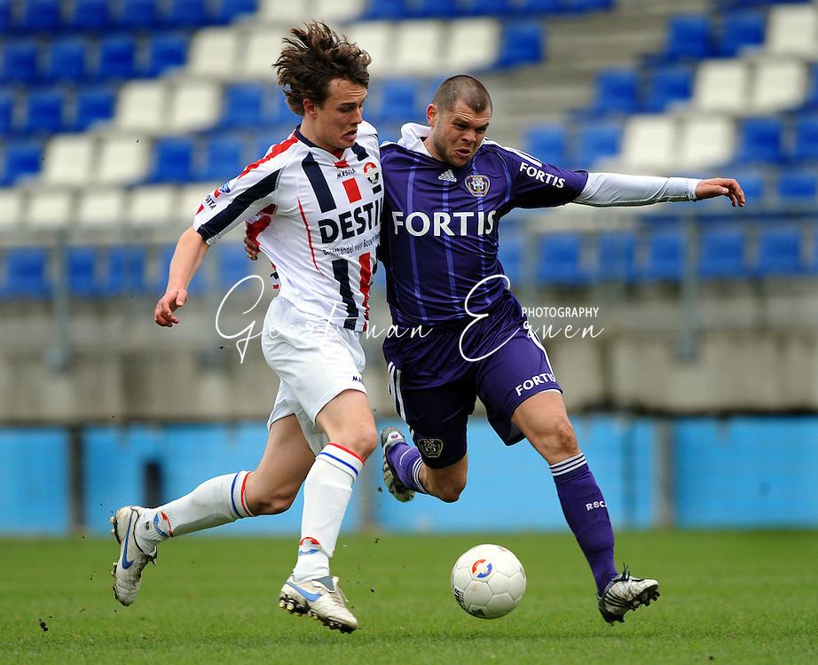 27-03-2009 Voetbal:Willem II:RSC Anderlecht:Tilburg<br /> Niels Vorthoren in duel met Nemanja Rnic<br /> Foto: Geert van Erven