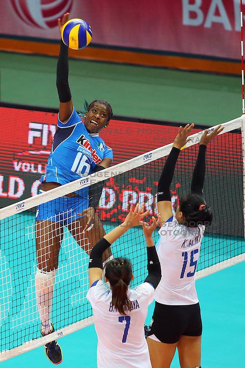 17-06-2016 ITA: World Grand Prix Italie - Thailand, Bari<br /> Bij de stand 16-15 in de tweede set was er een stroom storing in de hal. De speelsters gingen spelletjes met elkaar en het publiek doen. Na ruim een uur wachten was het licht nog steeds niet aan waardoor de wedstrijd gestaakt werd / Miriam Fatime Sylla #16 of Italie<br /> <br /> ***NETHERLANDS ONLY***