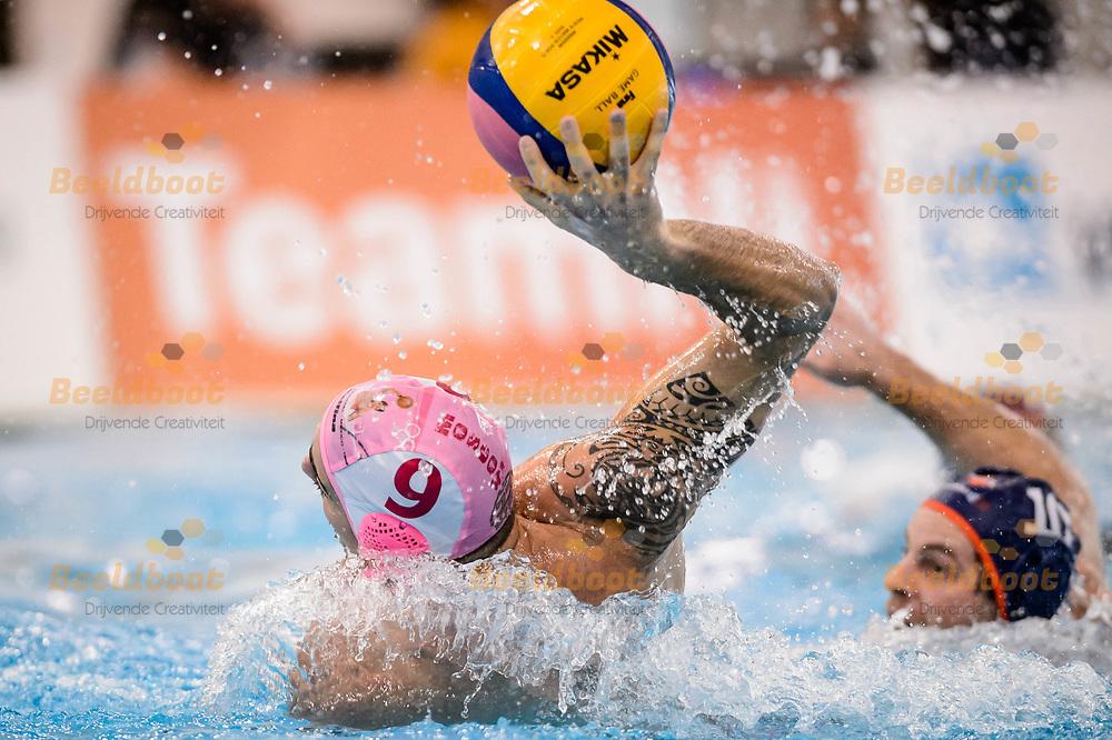11-03-2018: Waterpolo: Mannen De Zijl v AZC: Den Haag<br /> <br /> (L-R) Jacopo Mandolini van AZC Moscow tijdens KNZB bekerfinale tussen heren AZC Moscow en De Zijl Zwemsport in het Hofbad in Den Haag<br /> <br /> KNZB beker heren - Seizoen 2017 / 2018<br /> <br /> Foto: Gertjan Kooij
