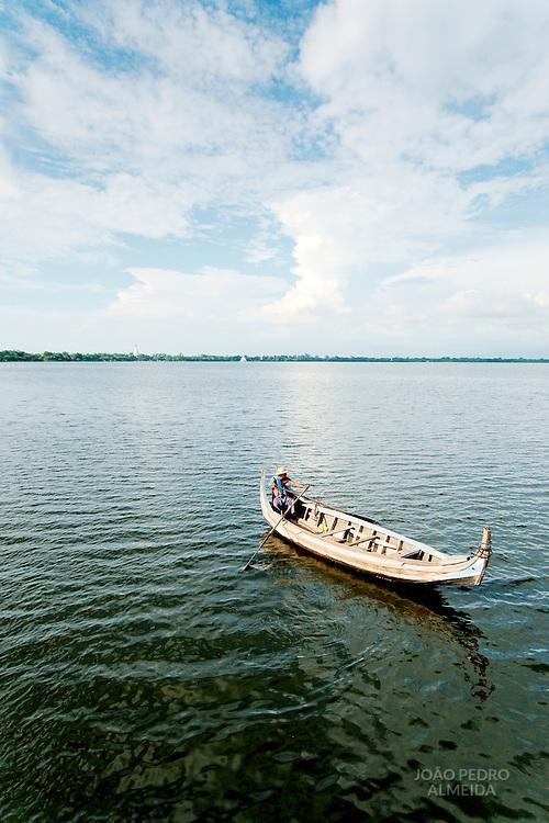 Rowboat close to U Bein bridge