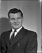 19/04/1960<br /> 04/19/1960<br /> 19 April 1960.<br /> New engineers at Irish Shell. Mr. O'Brien.