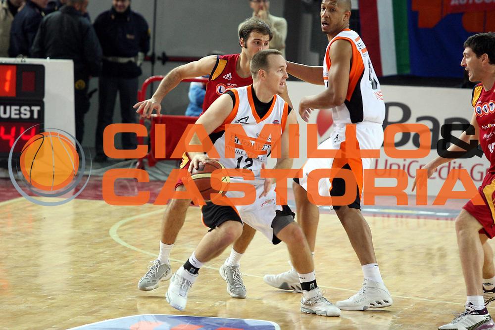 DESCRIZIONE : Roma Lega A1 2007-08 Lottomatica Virtus Roma Snaidero Udine<br />GIOCATORE : Mike Penberthy<br />SQUADRA : Snaidero Udine<br />EVENTO : Campionato Lega A1 2007-2008<br />GARA : Lottomatica Virtus Roma Snaidero Udine<br />DATA : 16/12/2007<br />CATEGORIA : Palleggio<br />SPORT : Pallacanestro<br />AUTORE : Agenzia Ciamillo-Castoria/G.Ciamillo