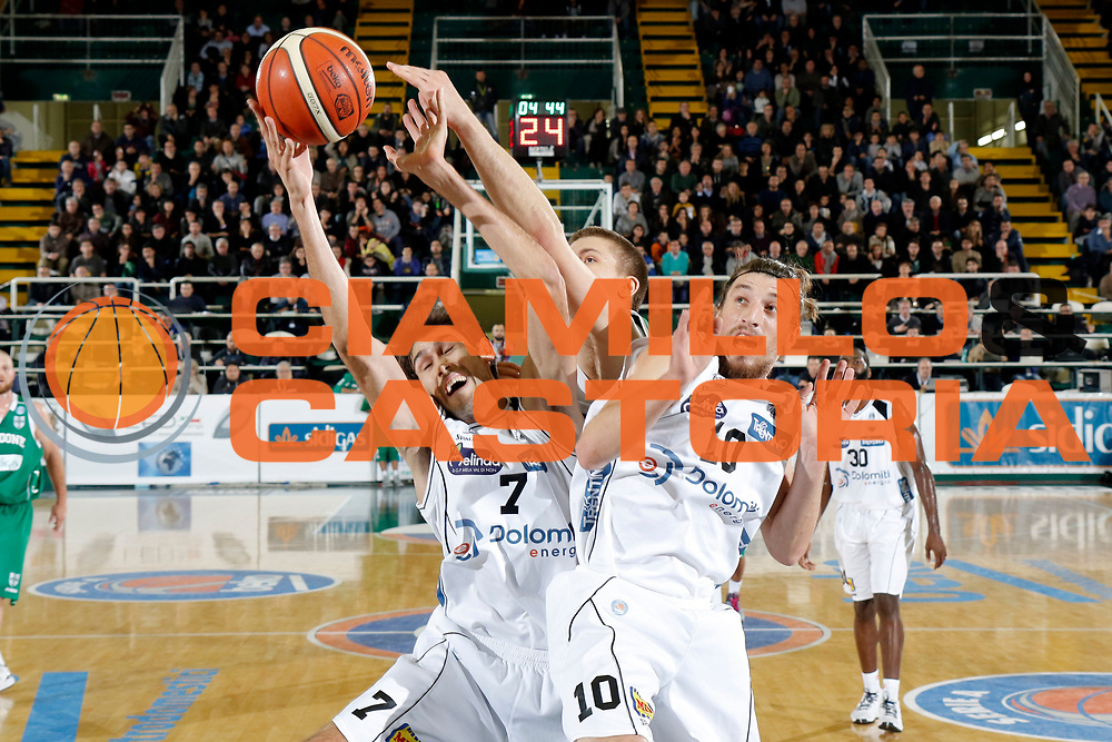 DESCRIZIONE : Avellino Lega A 2015-16 Sidigas Avellino Dolomiti Energia Trentino Trento<br /> GIOCATORE : Davide Pascolo<br /> CATEGORIA :  rimbalzo<br /> SQUADRA : Dolomiti Energia Trentino Trento<br /> EVENTO : Campionato Lega A 2015-2016 <br /> GARA : Sidigas Avellino Dolomiti Energia Trentino Trento<br /> DATA : 01/11/2015<br /> SPORT : Pallacanestro <br /> AUTORE : Agenzia Ciamillo-Castoria/A. De Lise <br /> Galleria : Lega Basket A 2015-2016 <br /> Fotonotizia : Avellino Lega A 2015-16 Sidigas Avellino Dolomiti Energia Trentino Trento