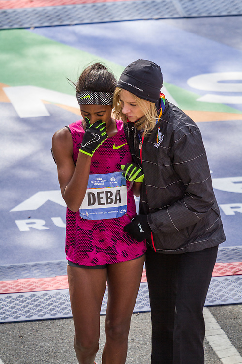 NYC Marathon, Buzunesh Deba, Ethiopia, consoled by Wittenberg