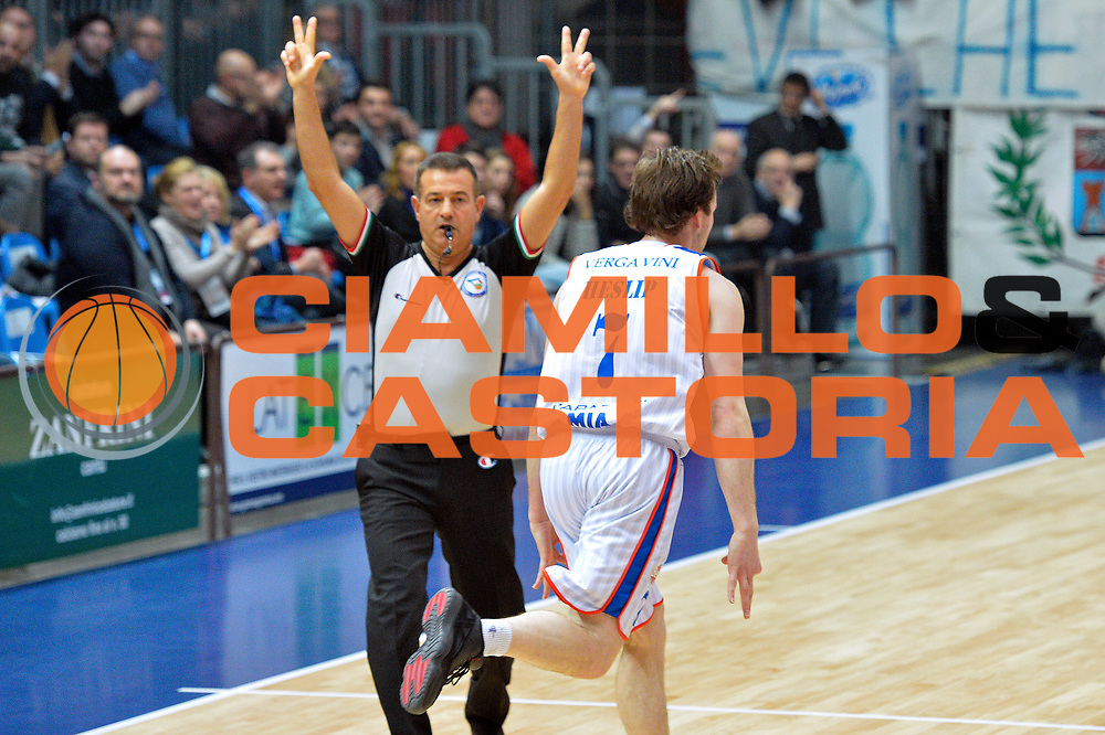 DESCRIZIONE : Cantu' Lega A 2015-16 Acqua Vitasnella Cantu' vs Vanoli Cremona<br /> GIOCATORE : Brad Heslip <br /> CATEGORIA : Esultanza curiosit&agrave;<br /> SQUADRA : Acqua Vitasnella Cantu'<br /> EVENTO : Campionato Lega A 2015-2016<br /> GARA : Acqua Vitasnella Cantu' vs Vanoli Cremona<br /> DATA : 14/12/2015<br /> SPORT : Pallacanestro <br /> AUTORE : Agenzia Ciamillo-Castoria/I.Mancini<br /> Galleria : Lega Basket A 2012-2013  <br /> Fotonotizia : Cantu'  Lega A 2015-16 Acqua Vitasnella Cantu' Vanoli Cremona<br /> Predefinita :