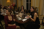 Rebecca Wilson, Art Review Dom Perignon Christmas dinner. Grosvenor Place. 14 December 2004. ONE TIME USE ONLY - DO NOT ARCHIVE  © Copyright Photograph by Dafydd Jones 66 Stockwell Park Rd. London SW9 0DA Tel 020 7733 0108 www.dafjones.com