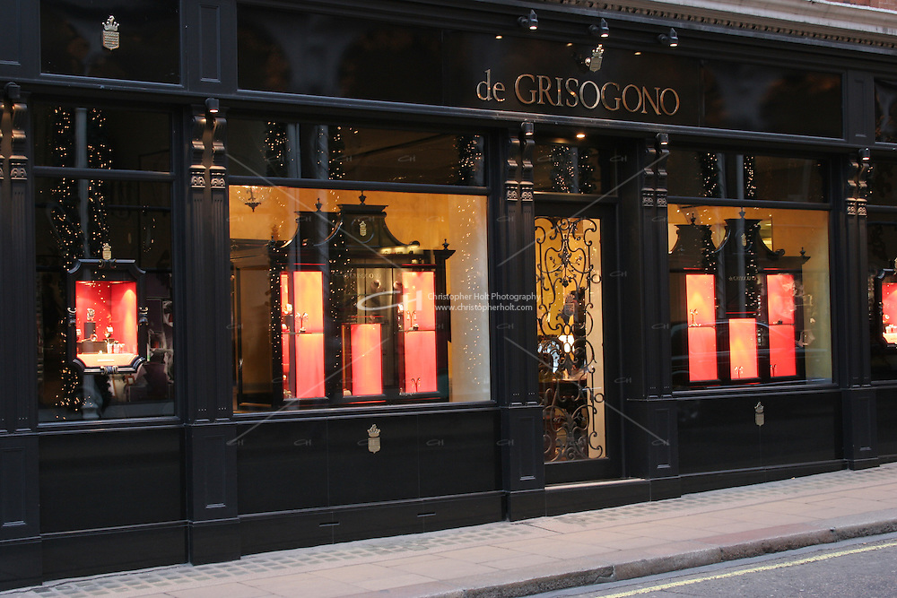 de grisogono shop front at christmas