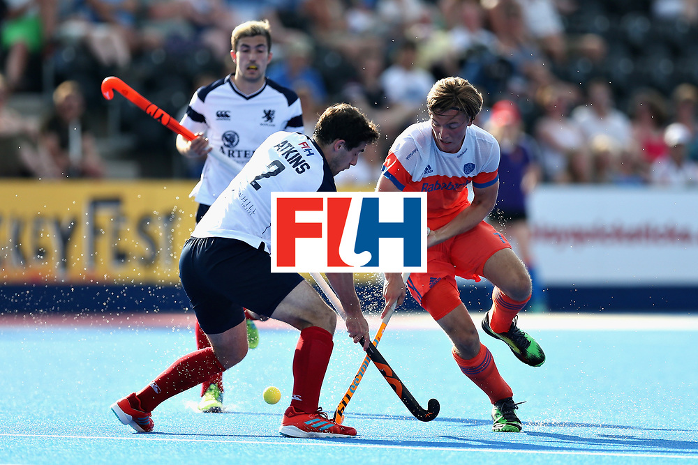 LONDON, ENGLAND - JUNE 17: Timothy Atkins of Scotland battles for the ball with Jorrit Croon of the Netherlands during the Hero Hockey World League Semi Final match between Scotland and Netherlands at Lee Valley Hockey and Tennis Centre on June 17, 2017 in London, England.  (Photo by Alex Morton/Getty Images)
