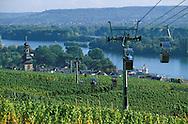 DEU, Germany, Rheingau, Ruedesheim at the river Rhine, cableway to the Niederwald monument, view to the city.....DEU, Deutschland, Rheingau, Ruedesheim am Rhein, Seilbahn zum Niederwalddenkmal, Blick auf die Stadt.........