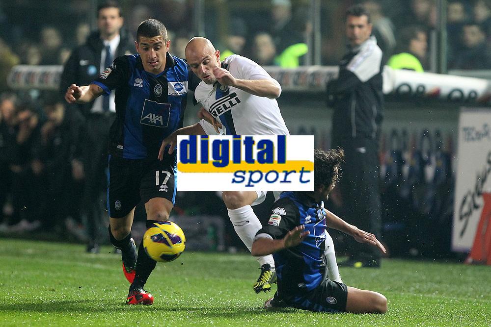 """Esteban Cambiasso Inter Carmona Atalanta<br /> Bergamo 10/11/2012 Stadio """"Azzurri d'Italia""""<br /> Football Calcio Serie A 2012/13<br /> Atalanta v Inter<br /> Foto Insidefoto Paolo Nucci"""