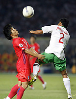 Fotball<br /> Asiamesterskapet / Asia Cup<br /> Foto: imago/Digitalsport<br /> NORWAY ONLY<br /> <br /> Sør-Korea v Indonesia<br /> 18.07.2007  <br /> Choi Sung Kuk (Südkorea, li.) gegen Muhammaed Ridwan (Indonesien)