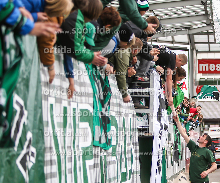 11.05.2014, Keine Sorgen Arena, Ried im Innkreis, AUT, 1. FBL, SV Josko Ried vs SK Rapid Wien, 36. Runde, im Bild Michael Angerschmid, (SV Josko Ried, Trainer) bei den Fans // during Austrian Football Bundesliga Match, 36th round, between SV Josko Ried and SK Rapid Wien at the Keine Sorgen Arena, Ried im Innkreis, Austria on 2014/05/11. EXPA Pictures © 2014, PhotoCredit: EXPA/ Roland Hackl