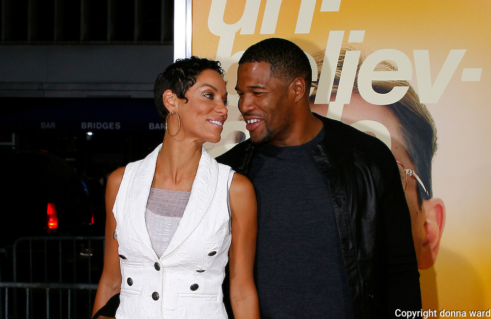 Nicole Murphy and Michael Strahan attend 'The Informant!' premiere at the Ziegfeld Theatre on September 15, 2009 in New York City.