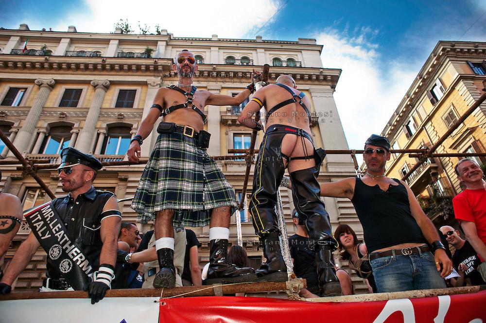 Roma 11 Giugno 2011.EuroPride 2011.La Sfilata del Gay pride, la giornata dell' orgoglio omosessuale per le vie della città. Il carro  BDSM