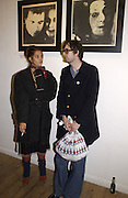 Tracey Emin and Jarvis Cocker. 2001 A Space Oddity. Colony Room exhibition.  A22 Gallery. 28 October 2001. © Copyright Photograph by Dafydd Jones 66 Stockwell Park Rd. London SW9 0DA Tel 020 7733 0108 www.dafjones.com