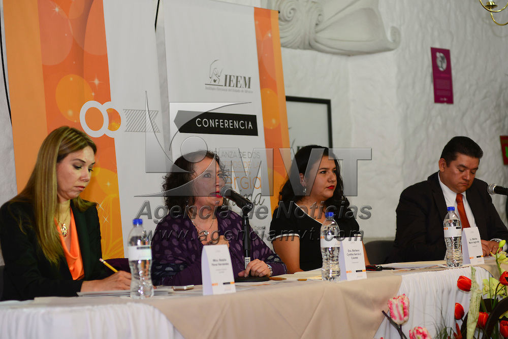 Toluca, Méx.- Bárbara Cynthia García y Colomé, impartio la conferencia de prensa Semblanza de Dos Arquetipos de la Energía Femenina, ofrecida en el Centro de Formación y Documentación del IEEM, acompañada por Pedro Zamudio Godínez, Consejero Presidente del Instituto Electoral del Estado de México. Agencia MVT / Crisanta Espinosa