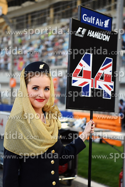 03.04.2016, International Circuit, Sakhir, BHR, FIA, Formel 1, Grand Prix von Bahrain, Rennen, im Bild Grid girl // during Race for the FIA Formula One Grand Prix of Bahrain at the International Circuit in Sakhir, Bahrain on 2016/04/03. EXPA Pictures &copy; 2016, PhotoCredit: EXPA/ Sutton Images<br /> <br /> *****ATTENTION - for AUT, SLO, CRO, SRB, BIH, MAZ only*****